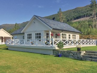 Amazing home in Eidsvag w/ 4 Bedrooms