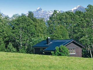 Stunning home in Isfjorden w/ 1 Bedrooms
