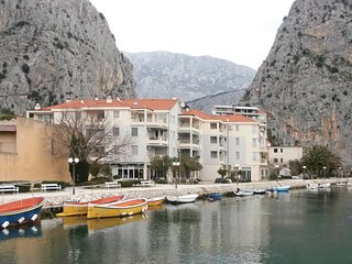 Beautiful home in Omis w/ WiFi and 1 Bedrooms (CDE297)