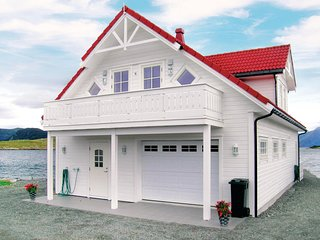 Awesome home in Sandshamn w/ WiFi and 4 Bedrooms