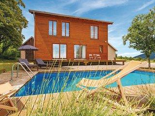 Nice home in Plaski w/ Sauna, Outdoor swimming pool and 3 Bedrooms