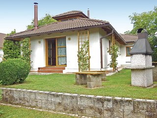 Amazing home in Velke Popovice w/ 3 Bedrooms and WiFi (TBU152)