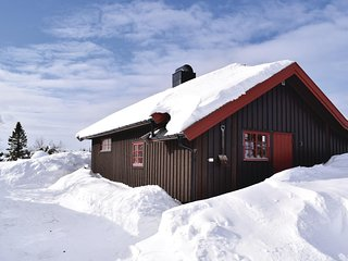 Awesome home in Sjusjoen w/ 2 Bedrooms