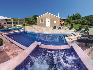 Awesome home in Radosic w/ WiFi, 2 Bedrooms and Jacuzzi