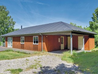 Beautiful home in Humble w/ Sauna, WiFi and 3 Bedrooms (G10438)