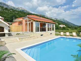 Beautiful home in Dubrava w/ WiFi, 3 Bedrooms and Sauna