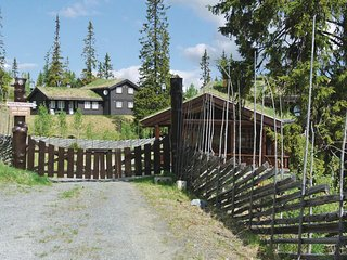Awesome home in Aurdal w/ Sauna, WiFi and 5 Bedrooms
