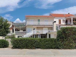 Nice home in Kastel Kambelovac w/ WiFi and 2 Bedrooms