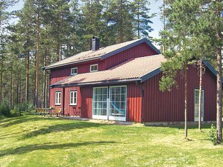 Awesome home in Dølemo w/ Sauna, WiFi and 5 Bedrooms (N34157)