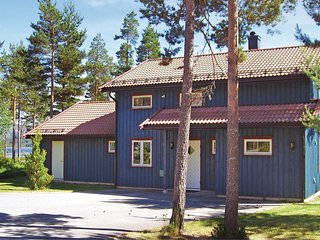Stunning home in Dølemo w/ Sauna, WiFi and 5 Bedrooms (N34194)