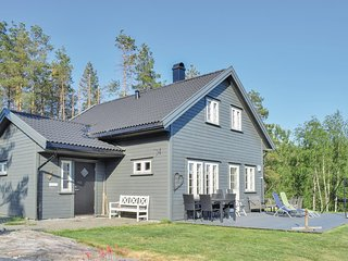 Nice home in Bjelland w/ Jacuzzi and 5 Bedrooms