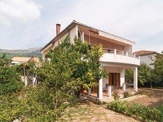 Stunning home in Kastel Kambelovac w/ WiFi and 2 Bedrooms