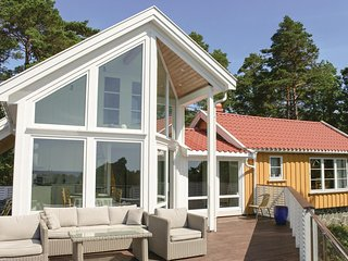 Nice home in Færvik w/ 4 Bedrooms (N36013)