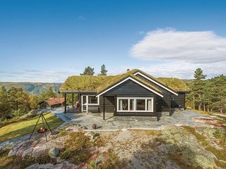 Amazing home in Dølemo w/ WiFi and 4 Bedrooms