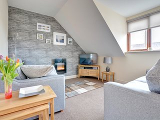 Stylish first floor apartment great for a family of 4 - Honeypot Cwtch, PW9100