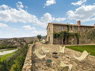 Castiglioncello del Trinoro Villa Sleeps 18 with Pool Air Con and WiFi - 5764808