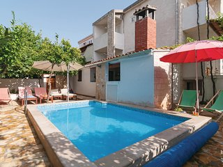 Awesome home in Supetar w/ 5 Bedrooms (CDB299)