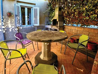 Amazing home in Izola w/ WiFi and 3 Bedrooms
