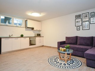 Awesome home in Koper w/ WiFi and 2 Bedrooms