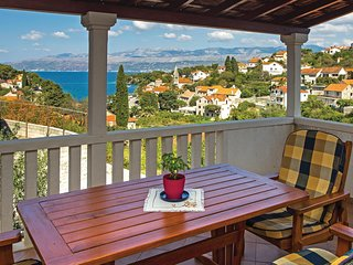 Nice home in Splitska w/ WiFi and 2 Bedrooms