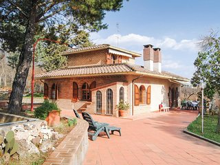 Awesome home in Anghiari AR w/ 3 Bedrooms