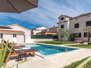 Amazing home in Stinjan w/ WiFi and 6 Bedrooms (CIP385)