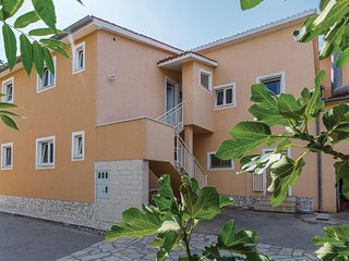 Beautiful home in Pula w/ WiFi and 6 Bedrooms