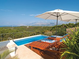 Nice home in Pucisca w/ WiFi and 2 Bedrooms