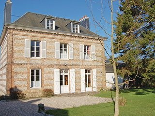 Awesome home in Fauville-en-Caux w/ 3 Bedrooms and WiFi (FNS014)