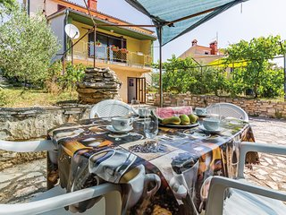 Beautiful home in Vinkuran w/ WiFi and 2 Bedrooms