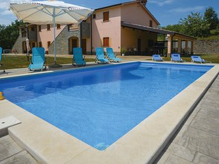Awesome home in Gracisce w/ WiFi and 5 Bedrooms