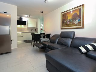 Beautiful home in Portoroz w/ WiFi and 2 Bedrooms