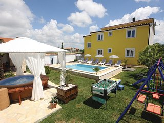 Amazing home in Pula w/ Jacuzzi, WiFi and 4 Bedrooms