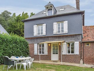 Awesome home in Le Bourg-Dun w/ WiFi and 3 Bedrooms