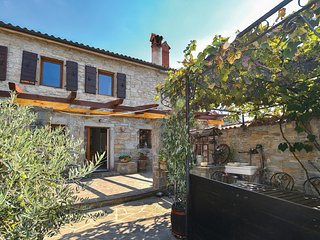 Beautiful home in Marezige w/ WiFi and 2 Bedrooms (SCR284)