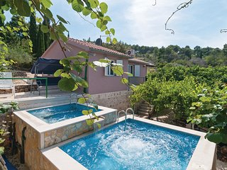 Stunning home in Supetar w/ Jacuzzi, WiFi and 4 Bedrooms (CDB512)