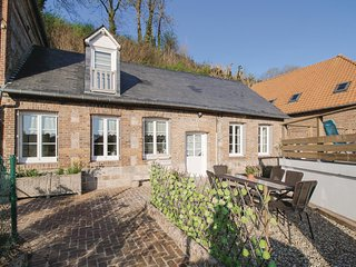 Beautiful home in Fontaine le Dun w/ WiFi and 3 Bedrooms (FNS054)
