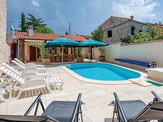 Beautiful home in Burici w/ WiFi and 5 Bedrooms