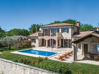 Amazing home in Strpacici w/ Sauna, WiFi and 3 Bedrooms