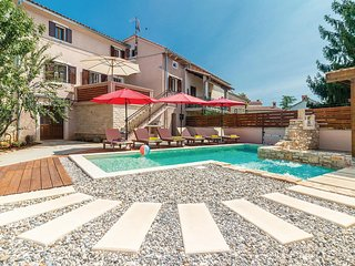 Awesome home in Peresiji w/ Jacuzzi, WiFi and 4 Bedrooms (CIL704)