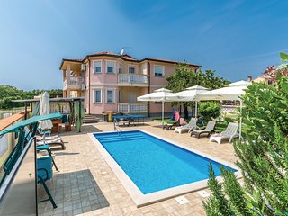 Amazing home in Marcana w/ WiFi and 6 Bedrooms (CIL839)