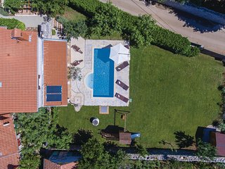Amazing home in Cabrunici w/ WiFi and 4 Bedrooms
