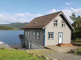 Awesome home in Lundegrend w/ WiFi and 5 Bedrooms
