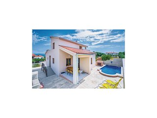 Nice home in Marcana w/ WiFi and 3 Bedrooms