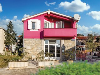 Awesome home in Pavicini w/ WiFi and 4 Bedrooms