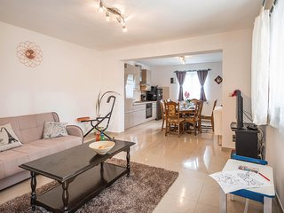 Beautiful home in Marcana w/ WiFi and 3 Bedrooms