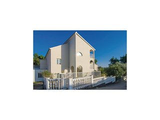 Nice home in Orebic w/ WiFi and 6 Bedrooms (CDP306)