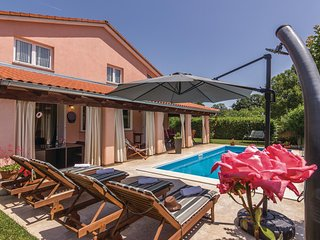 Awesome home in Rovinj w/ WiFi and 4 Bedrooms