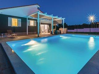 Beautiful home in Matohanci w/ Sauna, 3 Bedrooms and Outdoor swimming pool