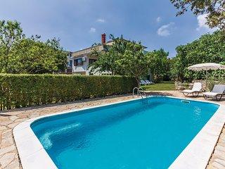 Elegant huis met zwembad in een droomomgeving